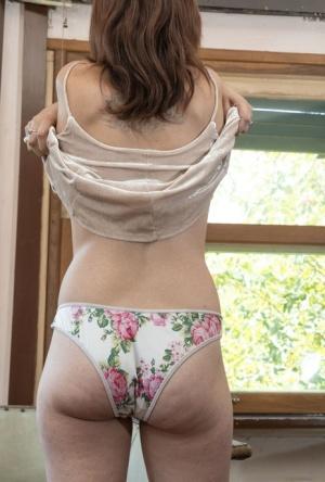 Big Ass Undress Pics